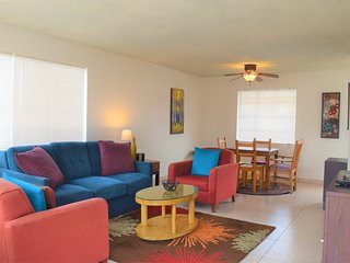 Fully furnished, fenced, remodeled mins to downtown Phoenix, Tempe & Scottsdale