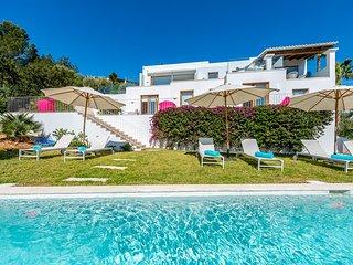 Colonia de Sant Jordi Villa Sleeps 8 with Pool and Air Con - 5781419