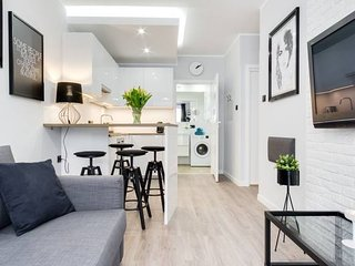 Modern apartment close to the Old Town