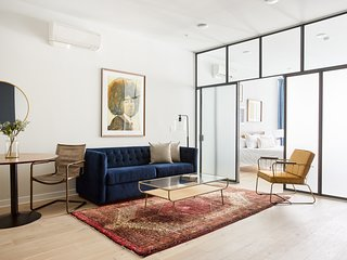 Sonder | Old City | Bright 1BR + King Bed