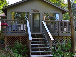 Island Cottage (Pine)-Great Spirit Lodge on Beautiful Lake Temagami