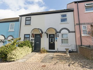 MAISY COTTAGE, Sleeps 4, close to harbour, WiFi, Weymouth