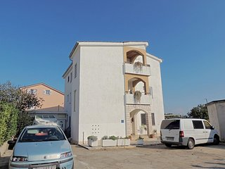 Sunny Apartment - balcony with sea view, near the beach, private parking