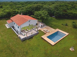 4 bedroom Villa with Pool, Air Con and WiFi - 5781765