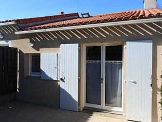 1 bedroom Villa with Walk to Beach & Shops - 5046642