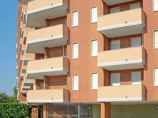 1 bedroom Apartment with Pool, Air Con and Walk to Beach & Shops - 5781288