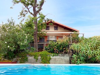 4 bedroom Villa with Pool, WiFi and Walk to Shops - 5781292