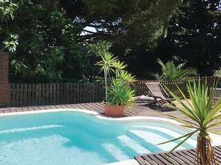 Beautiful home in St Quentin la Poterie w/ Outdoor swimming pool, WiFi and Outdo