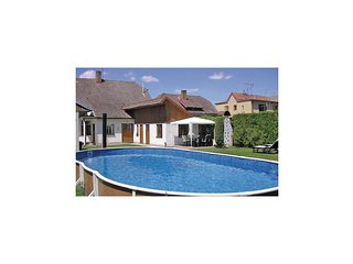 Stunning home in Sudomerice u Bechyne w/ 4 Bedrooms, Outdoor swimming pool and O