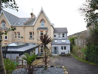 74198 House situated in Ilfracombe
