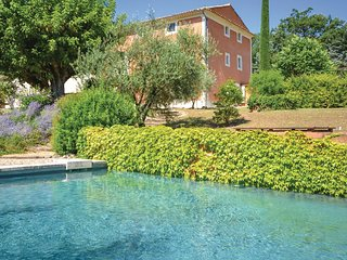 Stunning home in St. Saturnin les Apt. w/ WiFi, Outdoor swimming pool and 5 Bedr