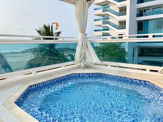 4 PLEX 4 Bedroom Beach Villa, Private Jacuzzi, 5 Minutes from Old Town