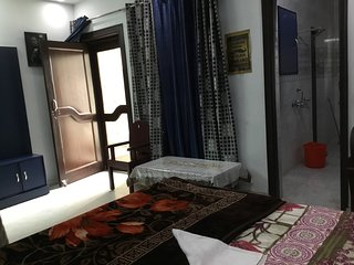 Kadambari Private Bedroom Nearby Amity Noida