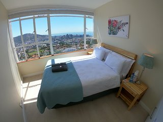 Iconic Top Floor Apartment in Cape Town City Bowl