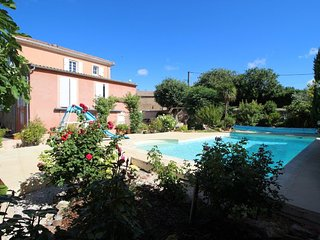 Villa in Languedoc with large pool
