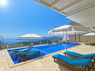 Kalkan Villa Sleeps 6 with Pool Air Con and WiFi - 5781700