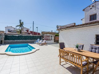5 bedroom Villa with Pool, WiFi and Walk to Shops - 5781450
