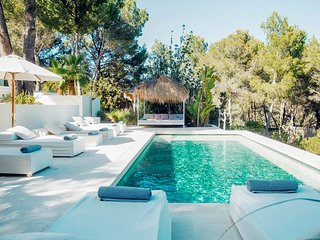 Es Cubells Villa Sleeps 10 with Pool and Air Con - 5781657
