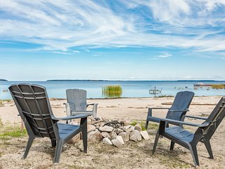 Grandview Beach House~incredible beach waterfront is waiting for you!