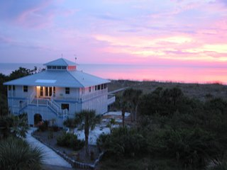Beach Front Home. Panoramic sunsets. Unrivaled seclusion!