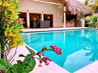 4 PALMAS, 150 m de la mer à Playa Coson, piscine privée, 4 chambres, 8 personnes