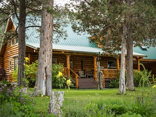 River's Edge-NEAR CRATER LAKE--Custom Log Home on banks of Williamson River-