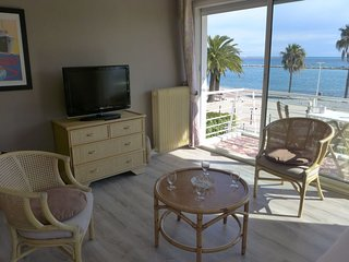 1 bedroom Apartment with WiFi and Walk to Beach & Shops - 5040510