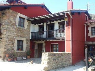 CASA LUISA-Está situada en el pueblo de Renedo de Cabuerniga perteneciente a
