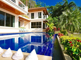 Resort Style Large Villa + pool on your doorstep