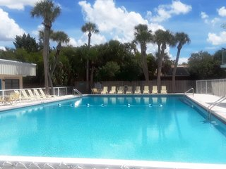 # Sign BEACHFRONT VENICE CONDO: DISCOUNTED LOW RATES, OLYMPIC POOL, FREE Wi-Fi
