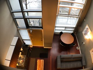 Yaletown City Center Bright Townhouse 21ft Ceilings Ideal Location