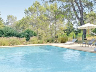 Nice home in Saint-Rémy-de-Provence w/ Outdoor swimming pool, Outdoor swimming