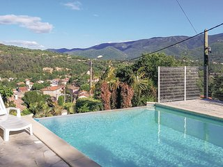 Beautiful home in Lamalou les Bains w/ Outdoor swimming pool, Outdoor swimming p
