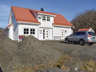Beautiful home in Hidrasund w/ WiFi and 4 Bedrooms