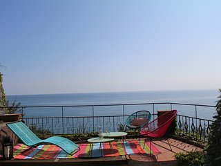 C21 - Villa sul mare con giardino piscina e posto auto