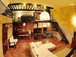 Casa Vacanza Home Restaurant. ' Barolum Historic Home'