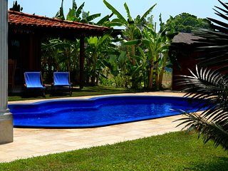 Villa Cathaya: Traditional Indonesian Villa with Outdoor Pool and Jacuzzi
