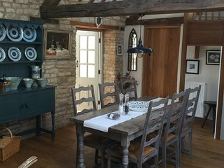 Fabulous 3bed Barn Conversion in Cotswold village near Chipping Norton