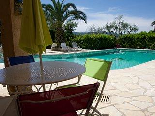 2 pièces piscine proche Cannes