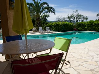 2 pieces piscine proche Cannes
