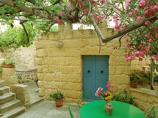 Great townhouse in Gozo with pool
