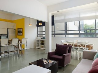 Luxury Family Apt Gordon St - Prime Location