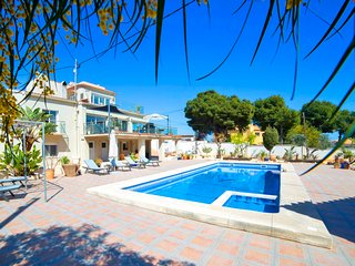 6 bedroom Villa with Air Con, WiFi and Walk to Beach & Shops - 5781692