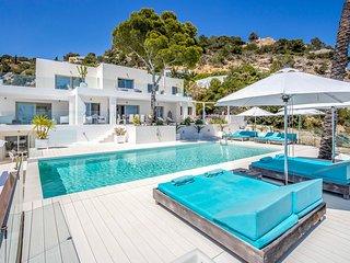 Es Cubells Villa Sleeps 12 with Pool and Air Con - 5781979