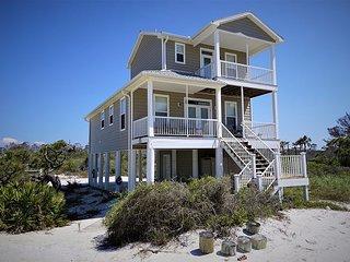 New Listing! Family Beach Retreat, gulf view, private beach access.
