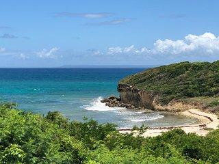 LE PARADIS BLEU,entre Saint-Anne et Saint-Francois, jolie vue surplombant la mer