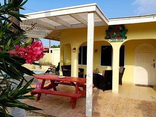 CASA DORA, great home with pool & close2beach.