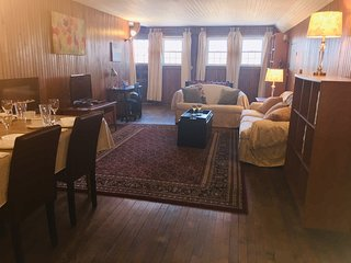 Big Sunny Guest Suite atop Corning Victorian Mansion