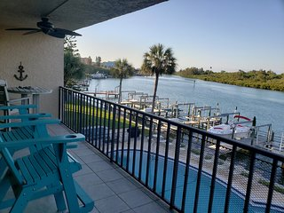 Fun in The Sun - Waterfront Condo across from white-sand beaches