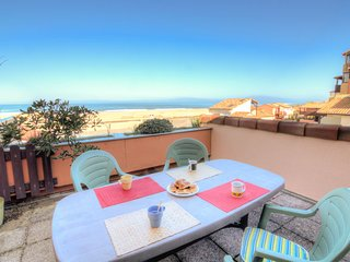 1 bedroom Apartment with WiFi and Walk to Beach & Shops - 5700079